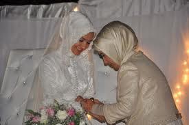اسراء دختر رجب طیب اردوغان و همسرش زهرا